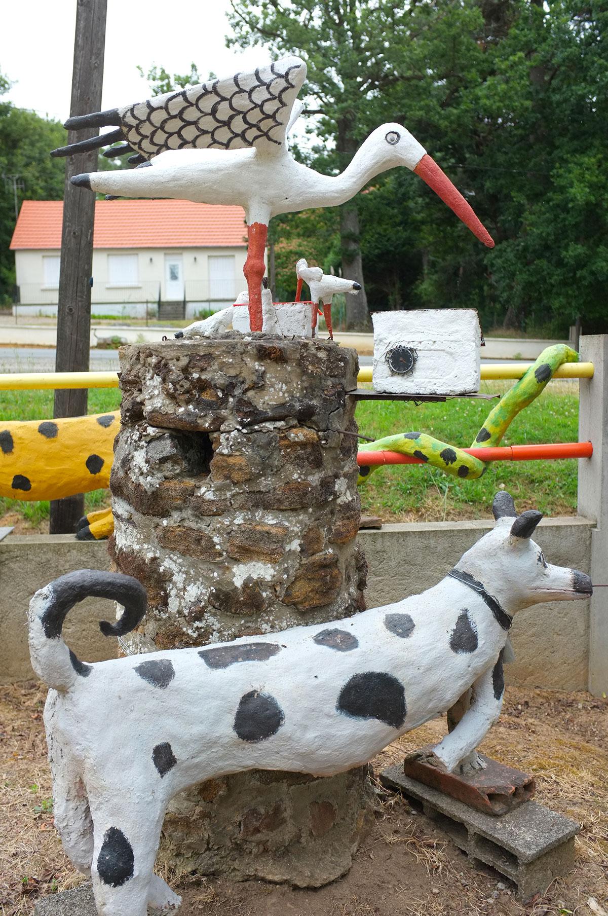 La cigogne et son chien, jardin d'art brut de Fyé