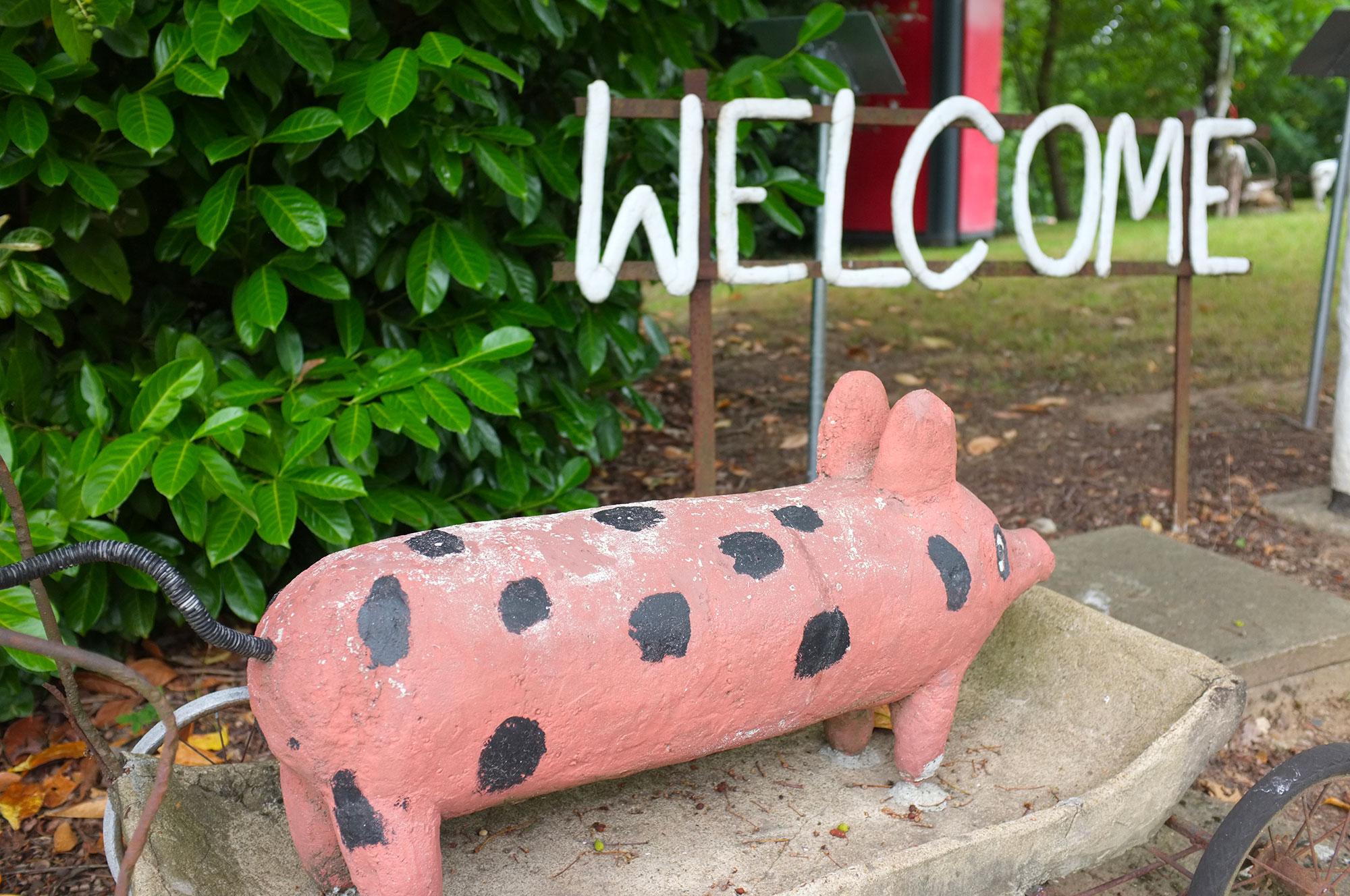 Le cochon tacheté du jardin d'art brut de Fyé
