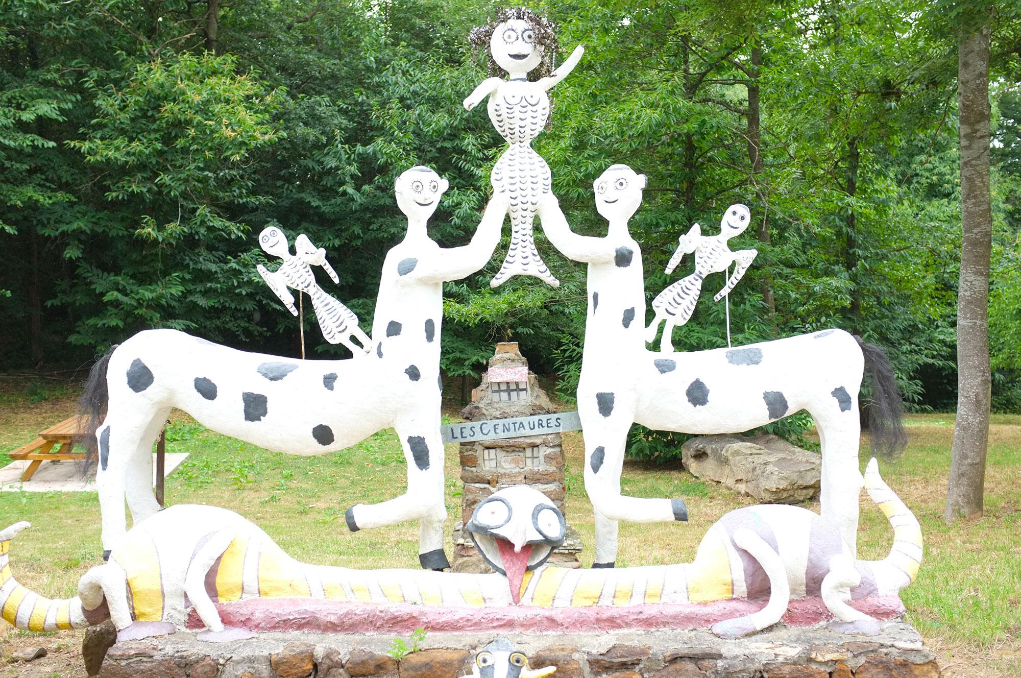 centaures tenant une sirène, jardin d'art brut de Fyé