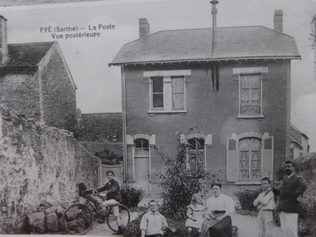Photo arrière de la Poste de Fyé datant d'avant guerre
